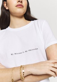 NA-KD - MY OBSESSION TEE - T-shirts med print - white - 5