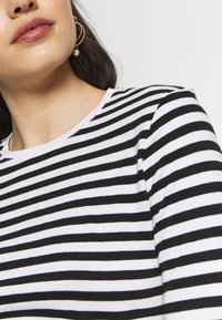 NA-KD - LONG SLEEVE STRIPED TEE - Long sleeved top - black/white - 5