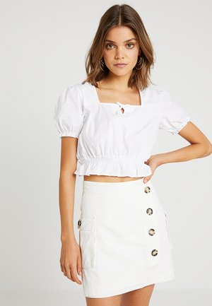 GRADUATION DROP CROPPED FRILL - Bluser - white