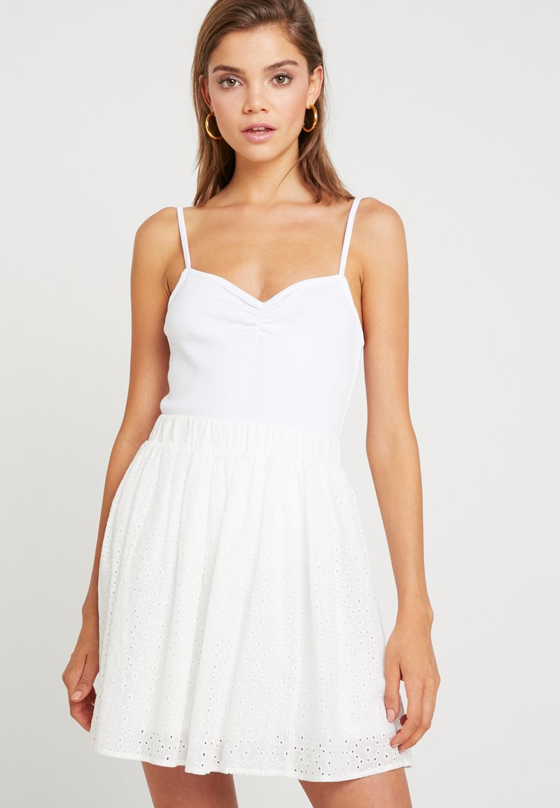 NA-KD - SWEETHEART RUCHED CAMI - Top - white