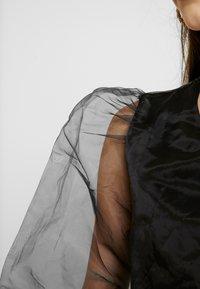 NA-KD - TINA MARIA PUFFY SLEEVE ORGANZA BLOUSE - Bluser - black - 4