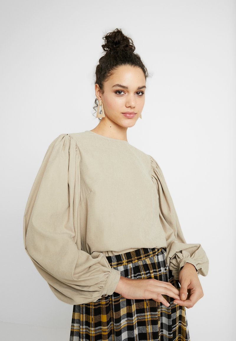 NA-KD - PUFF SLEEVE ROUND NECK - Blouse - beige