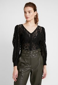 NA-KD - VOLUME PUFFY SLEEVE BLOUSE - Bluser - black - 0