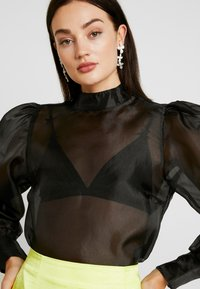 NA-KD - VOLUME SLEEVE BLOUSE - Blus - black - 3