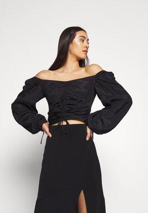 Donna Romina x NA-KD - Blusa - black