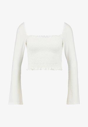 Pamela Reif x NA-KD SQUARE NECK CROP TOP - Topper langermet - white