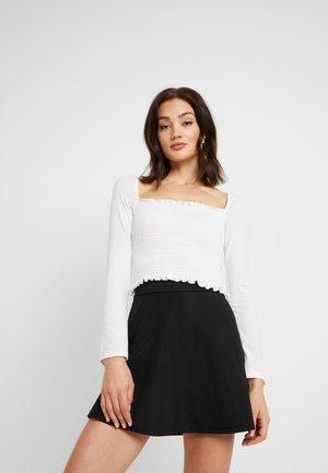 Pamela Reif x NA-KD SQUARE NECK CROP TOP - Bluzka z długim rękawem - white