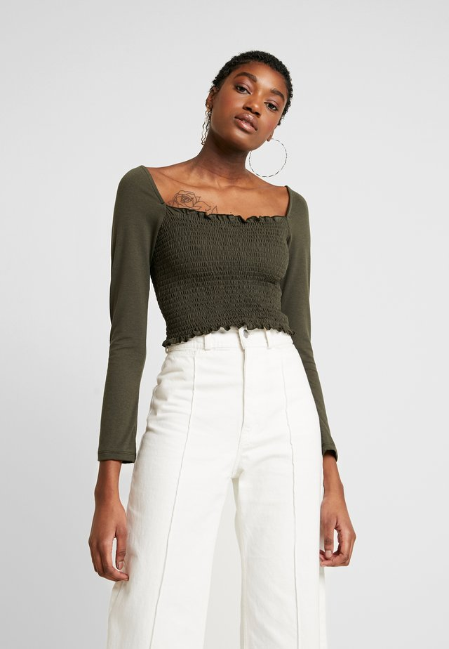 Pamela Reif x NA-KD SQUARE NECK CROP TOP - Long sleeved top - khaki