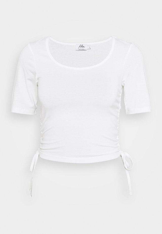 HOSS X NA-KD DRAWSTRING DETAIL - T-Shirt print - white