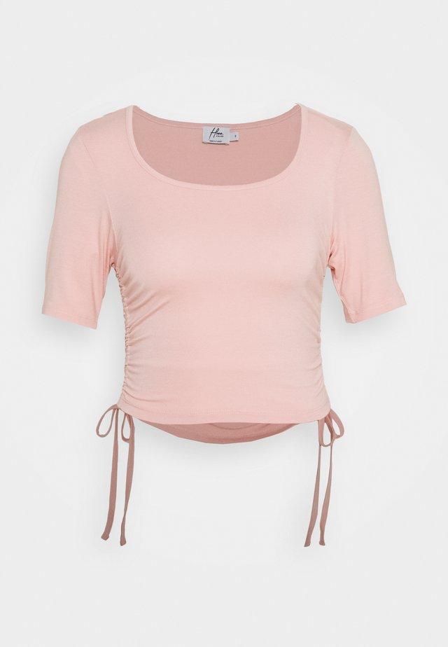HOSS X NA-KD DRAWSTRING DETAIL - T-Shirt print - peach blush