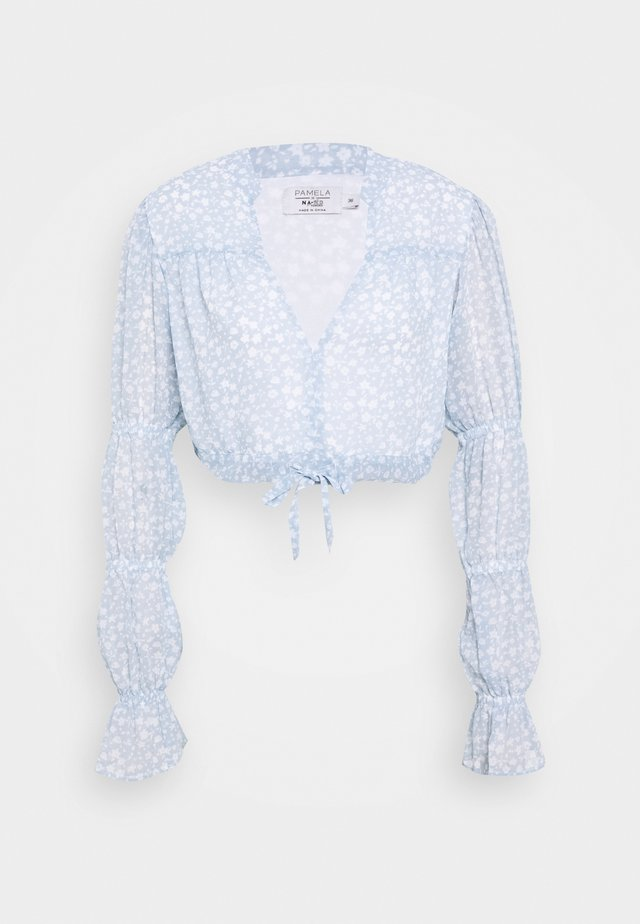 PAMELA REIF X NA-KD TIE DETAIL PUFFY SLEEVE - Blůza - light blue