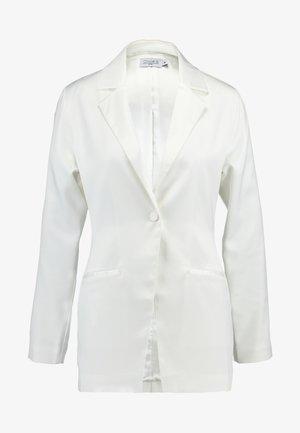 SHINY FITTED - Korte frakker - white