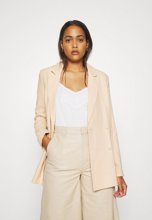 LOOK - Krátký kabát - apricot
