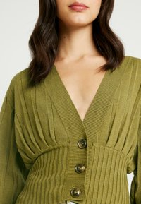 NA-KD - SHORT - Cardigan - olive green - 5