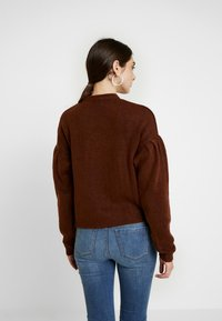 NA-KD - HANNA WEIG X DROP SHOULDER PULLOVER - Stickad tröja - brown - 2