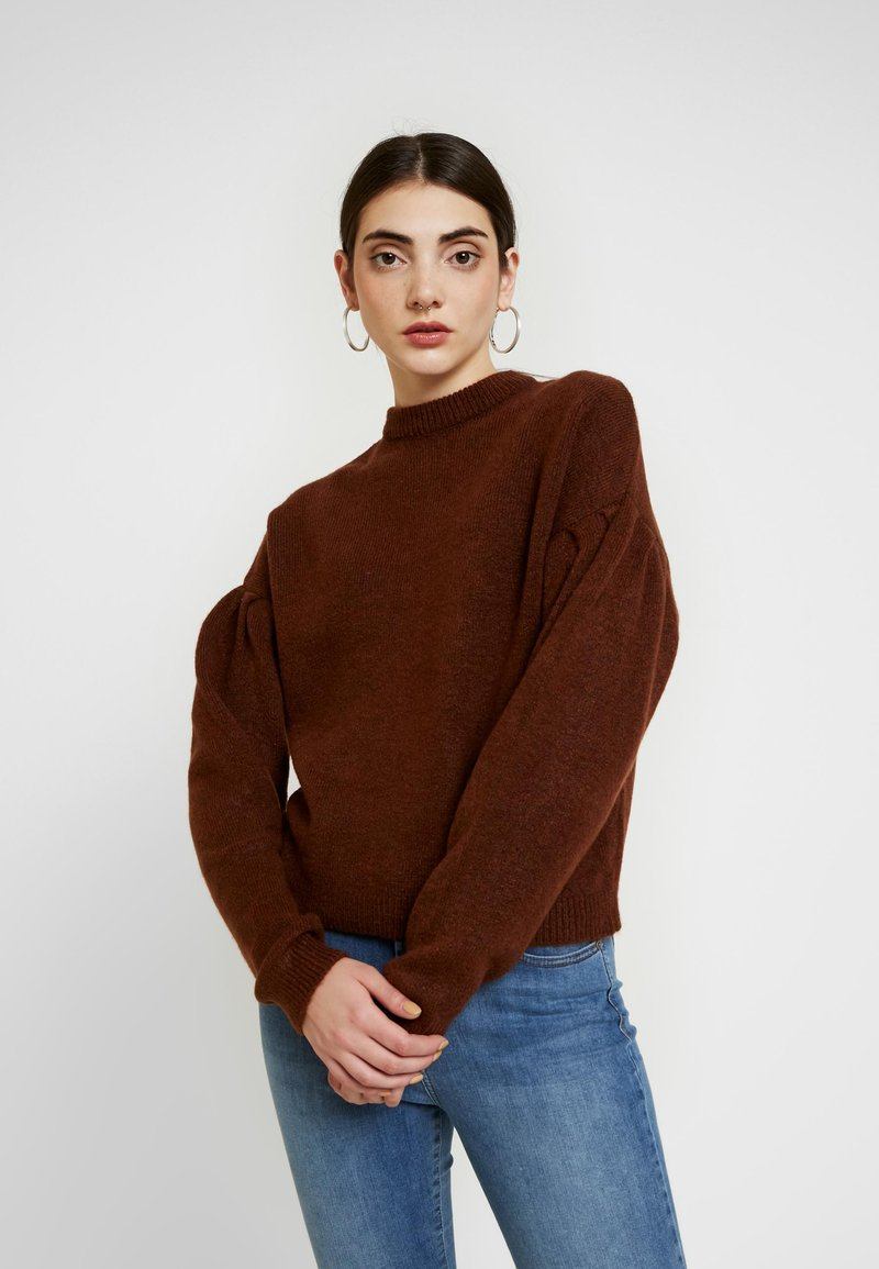 NA-KD - HANNA WEIG X DROP SHOULDER PULLOVER - Stickad tröja - brown