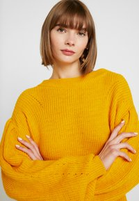 NA-KD - PUFF SLEEVE - Pullover - mustard - 3