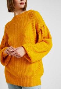 NA-KD - PUFF SLEEVE - Pullover - mustard - 5