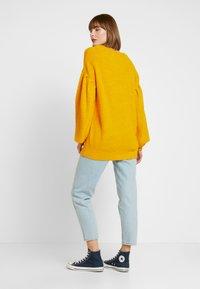 NA-KD - PUFF SLEEVE - Pullover - mustard - 2