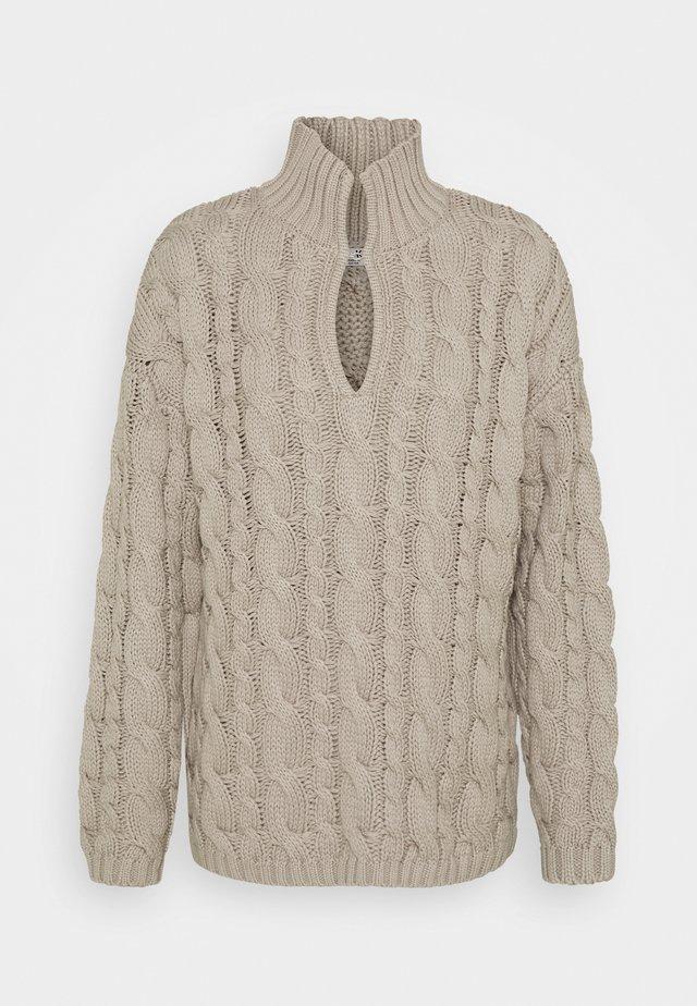 KEYHOLE OVERSIZED CABLE - Stickad tröja - grey