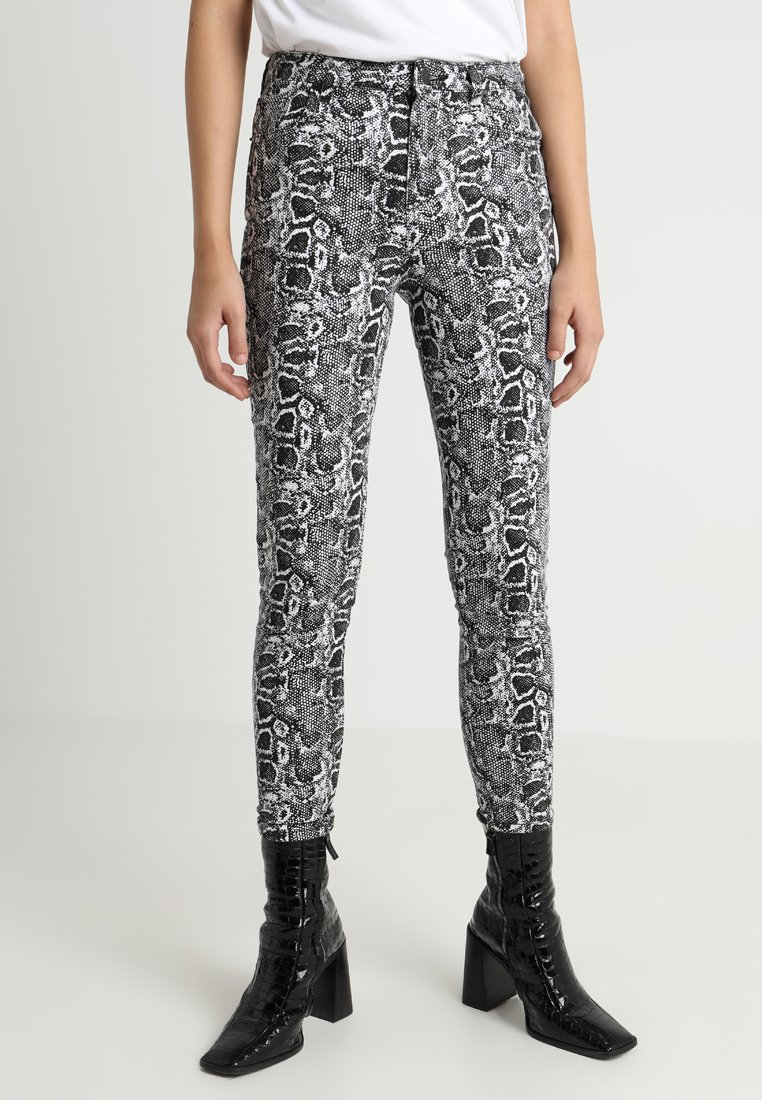 NA-KD - SNAKE PRINTED - Jeans Skinny Fit - black/white
