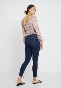 NA-KD - HIGH WAIST OPEN HEM - Jeans Skinny Fit - dark blue - 2