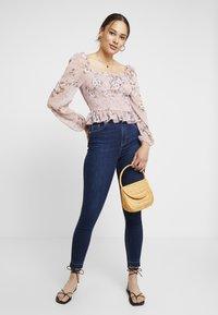 NA-KD - HIGH WAIST OPEN HEM - Jeans Skinny Fit - dark blue - 1