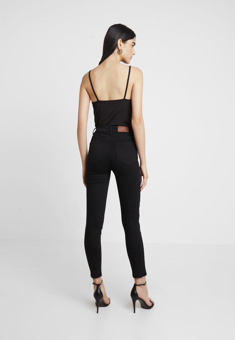 NA-KD HIGH WAIST OPEN HEM - Jeans Skinny Fit - black