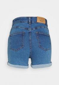 NA-KD - Pamela Reif x NA-KD TIE DETAIL - Denim shorts - light blue - 1