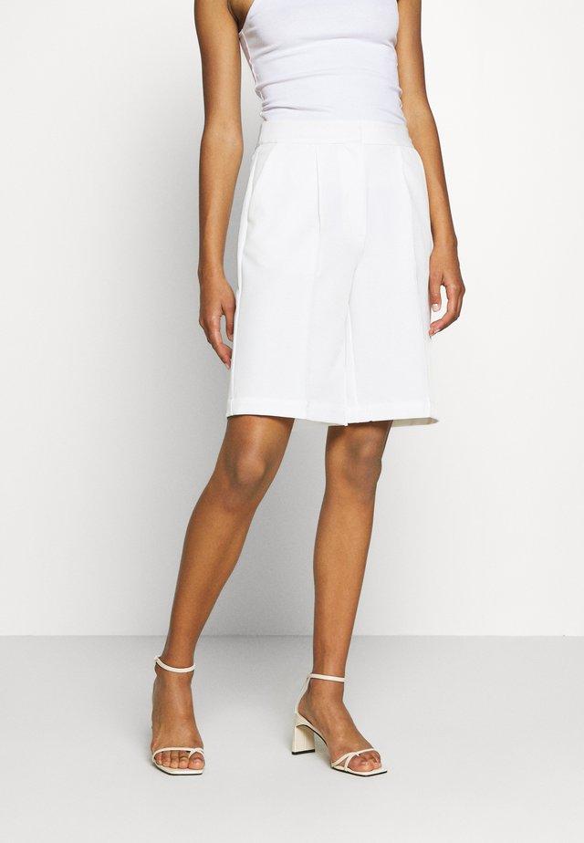 EMELIE MALOU - Shorts - white