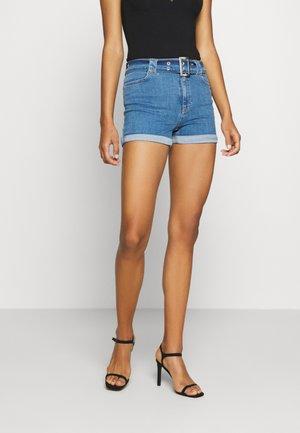 PAMELA REIF X NA-KD BELTED - Denim shorts - blue