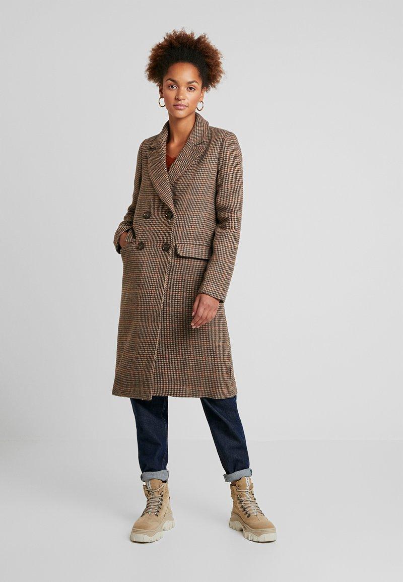 NA-KD - COAT - Zimní kabát - brown