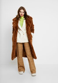 NA-KD - SOFT LONG COAT - Cappotto invernale - brown - 1