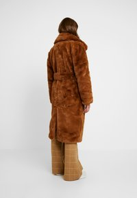 NA-KD - SOFT LONG COAT - Cappotto invernale - brown - 2