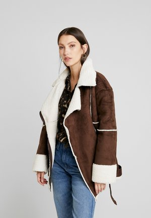 Karo Kauer x NA-KD BELTED AVIATOR JACKET - Faux leather jacket - brown