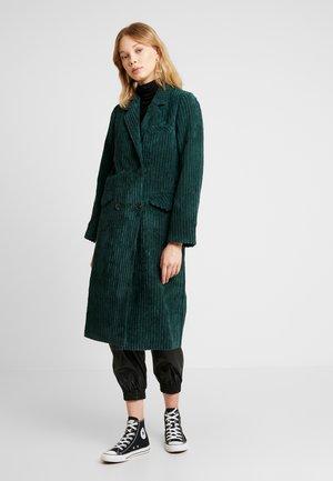CORDUROY COAT - Zimní kabát - dark green