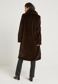 NA-KD - ZALANDO X NA-KD - Zimní kabát - brown - 3