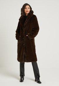 NA-KD - ZALANDO X NA-KD - Zimní kabát - brown - 0