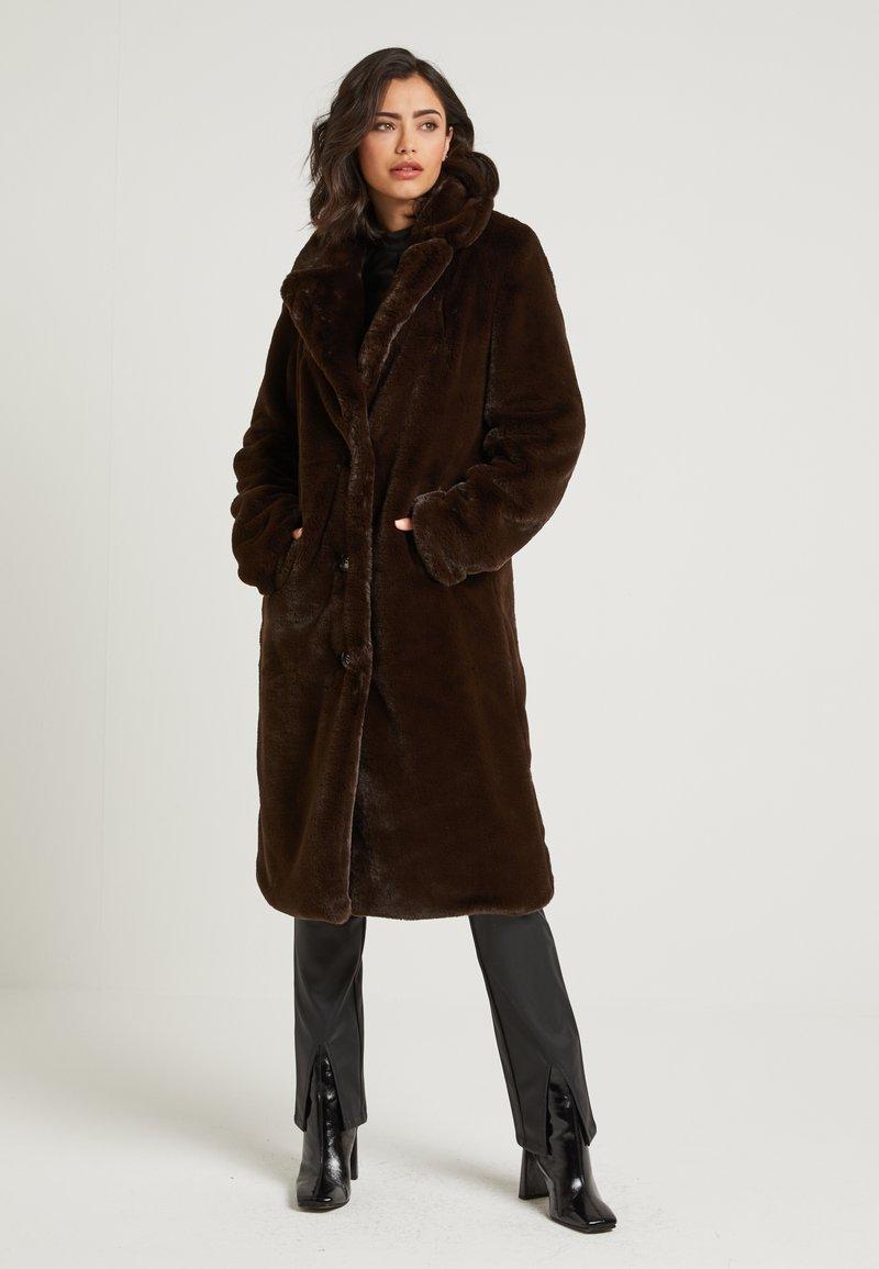 NA-KD - ZALANDO X NA-KD - Zimní kabát - brown