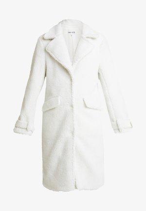 ZALANDO X NA-KD - Zimní kabát - off white