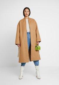 NA-KD - CLASSIC LONG COAT - Zimní kabát - camel - 1