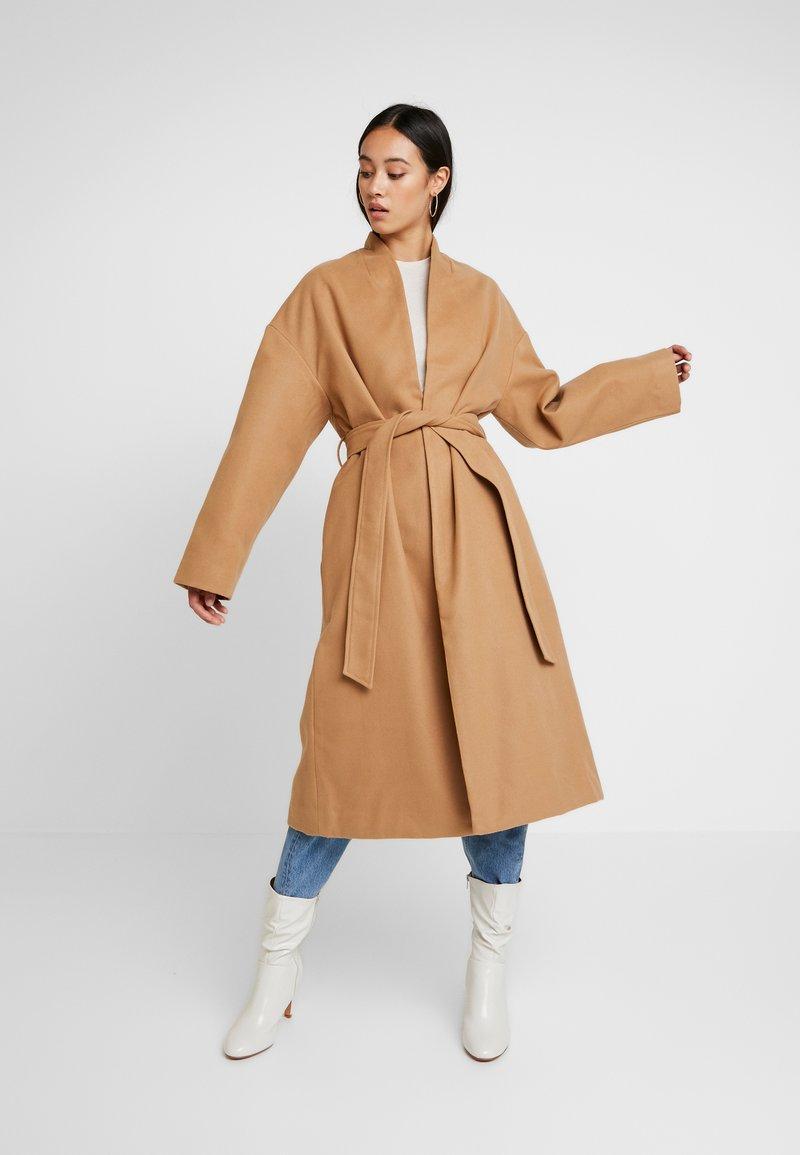 NA-KD - CLASSIC LONG COAT - Zimní kabát - camel