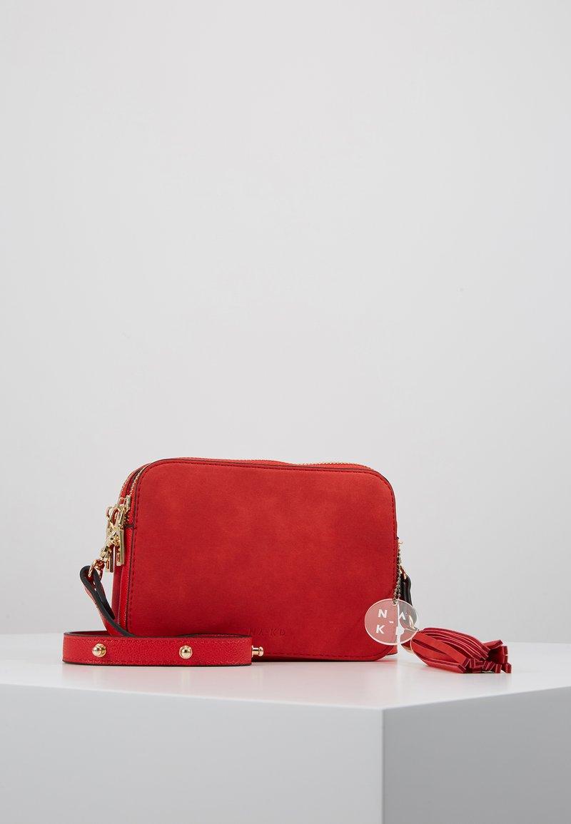 NA-KD - HERITAGE CROSSBODY BAG - Skuldertasker - red