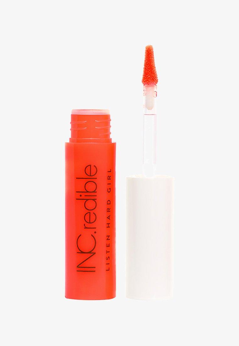 INC.redible - INC.REDIBLE LISTEN HARD GIRL LIPSTICK - Vloeibare lippenstift - i'm hot rn