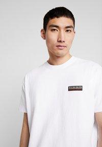 Napapijri The Tribe - SASE - T-shirt imprimé - bright white - 3