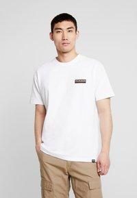 Napapijri The Tribe - SASE - T-shirt imprimé - bright white - 0