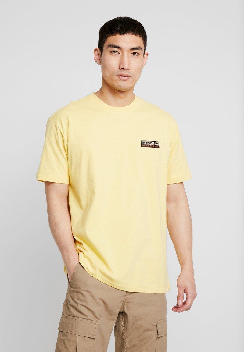 Napapijri The Tribe - SASE - T-shirt imprimé - yellow sunshine