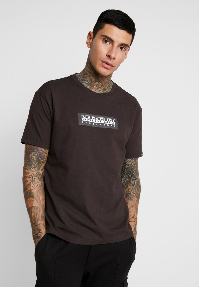 Napapijri The Tribe - SOX  - T-shirt imprimé - choco brown