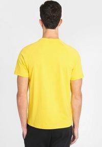 National Geographic - Basic T-shirt - lemon chrome - 1