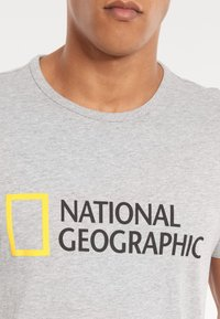 National Geographic - Print T-shirt - light grey melange